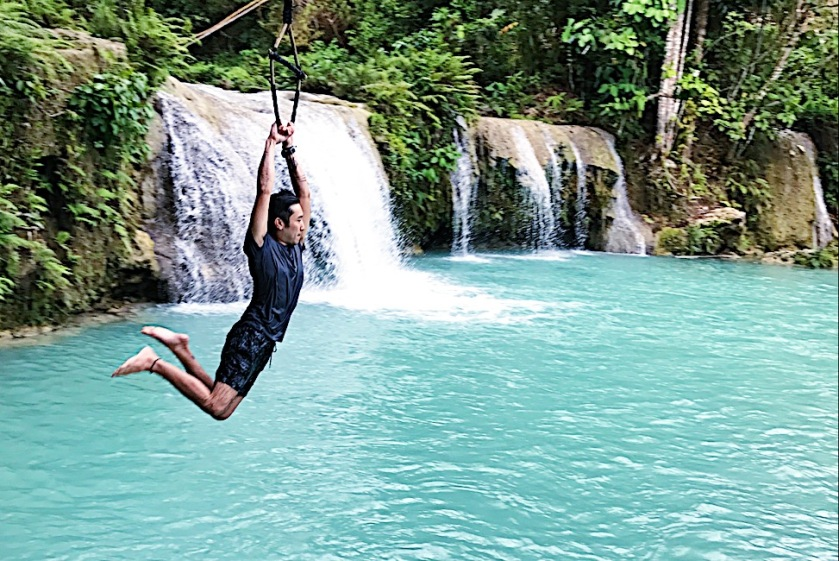 Swinging into Cambuhagay Falls, hands-free, wearing a Samsung Gear S3