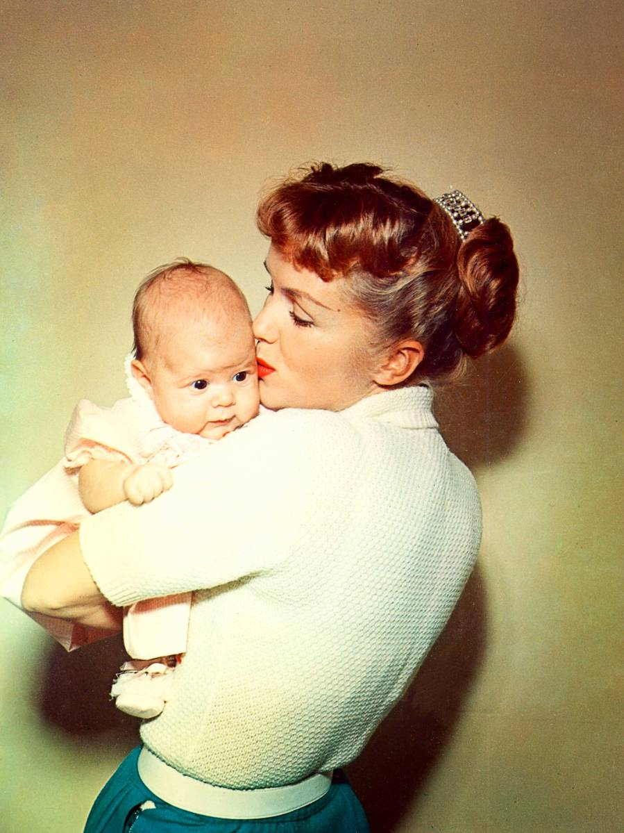 Watch this intimate documentary on Carrie Fisher and Debbie Reynolds
