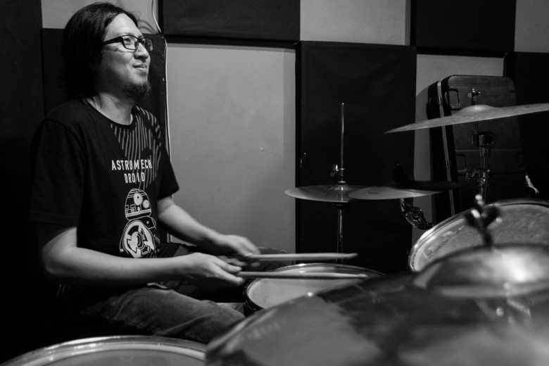 Julius Sanvictores, drums