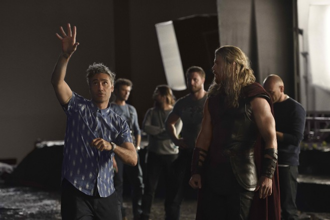 thorragnarok-director_chemsworth