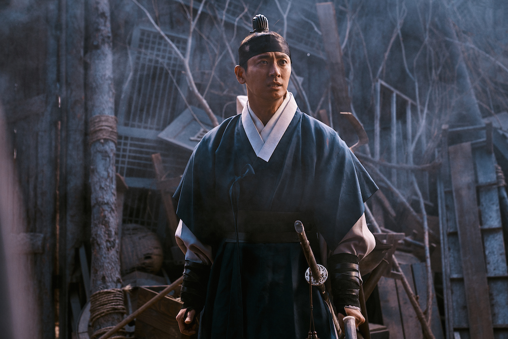 Watch Ju Ji-hoon in Kingdom S2 featurette